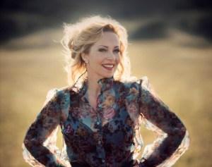 ANNEKE VAN GIERSBERGEN: pubblicati oggi il nuovo album solista e il nuovo singolo