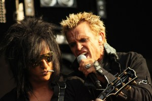 Steve_Stevens_and_Billy_Idol_-_picture_by_Simone_van_den_Boom