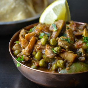 Quick & simple Mushroom Peas curry in 20 minutes