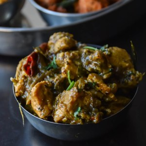 Kozhi Milagu pirattal / Pepper chicken semi dry curry