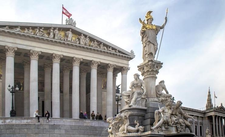ריבוי נהלים ובירוקרטיה – כתוצאה מחשש של האוסטרים מנטילת סיכון ועמימות