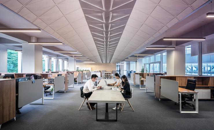 """עמדות העבודה בארה""""ב מול יפן"""