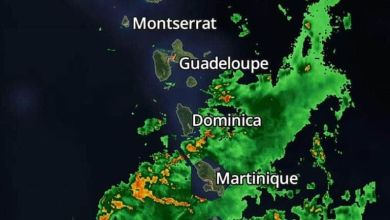 Photo of Tronadas intensas y vientos de intensidad de tormenta tropical comienzan a sentirse sobre Dominica y Martinica en las Antillas Menores.