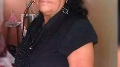 Photo of Una mujer a sus 65 años se gradúa de bachiller en Azua.