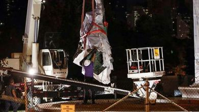 Photo of Retiran dos estatuas de Cristóbal Colón en Chicago tras protestas raciales