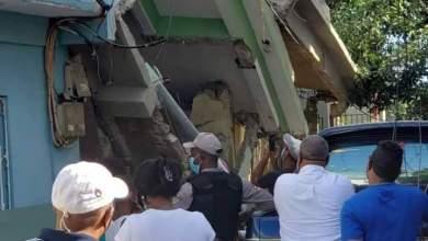 Photo of Ocho lesionados tras derrumbe de una vivienda en Los Mameyes.