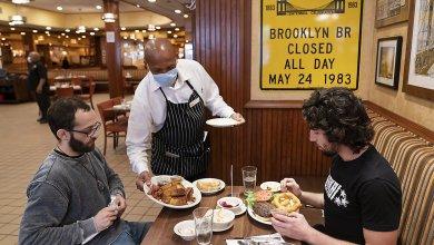 Photo of A partir de hoy restaurantes pueden cobrar un 10% adicional por 'cargo covid'