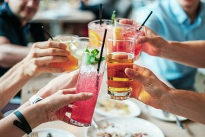 People clinking glasses - Throw a great housewarming party in Hong Kong and set up a bar in your home