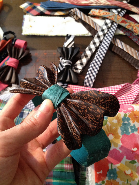 Speckled wood & teal bow tie