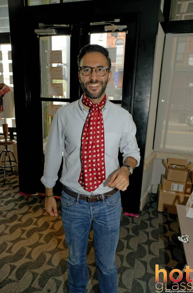Zach Pieri en cravate, purchasing an Ella Bing bow tie (or two?)
