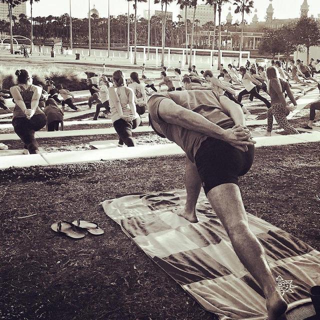 Doing yoga at Curtis Hixon Park in lululemon