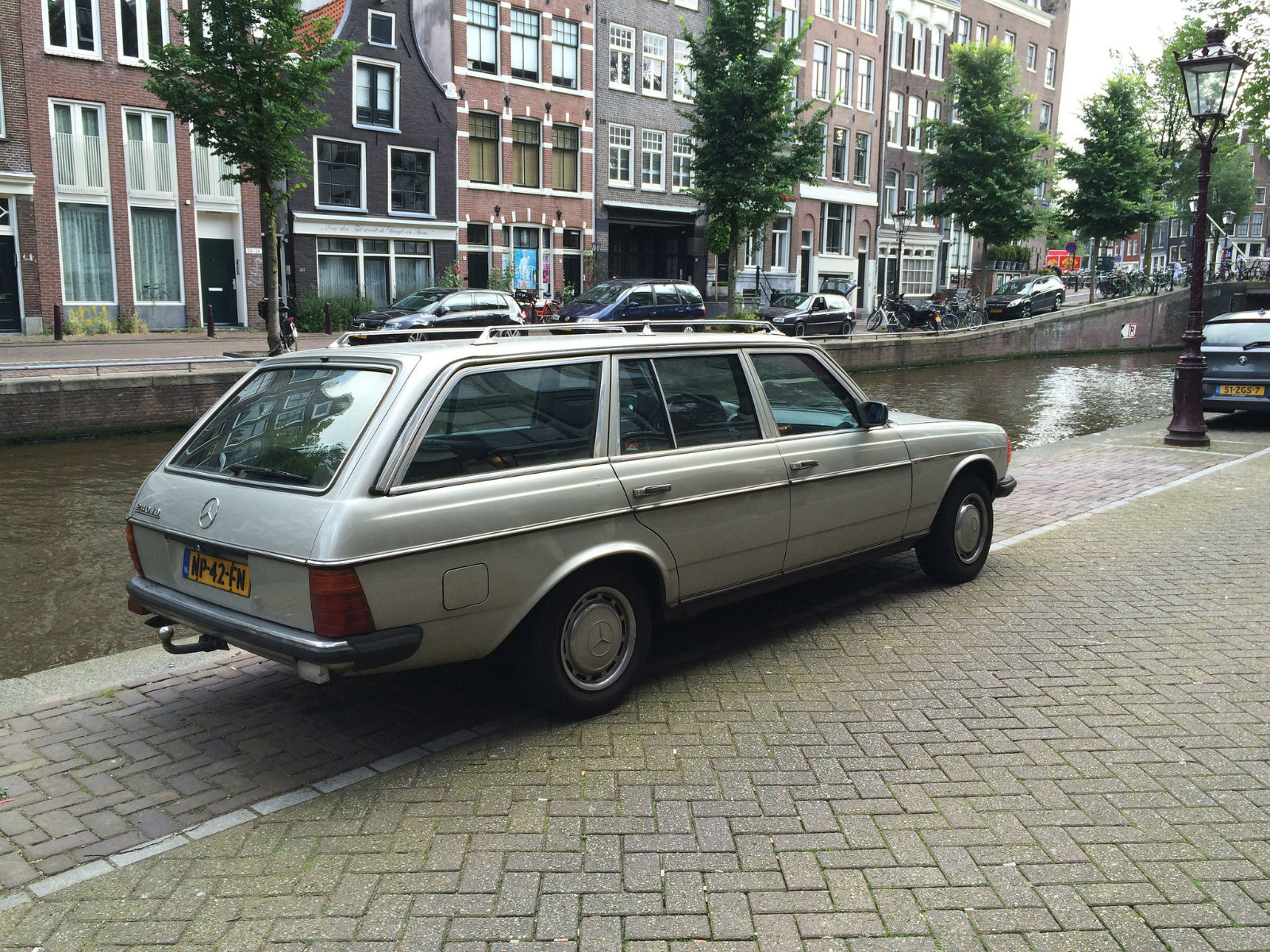 Mercedes W123 Station Wagon Remarqed