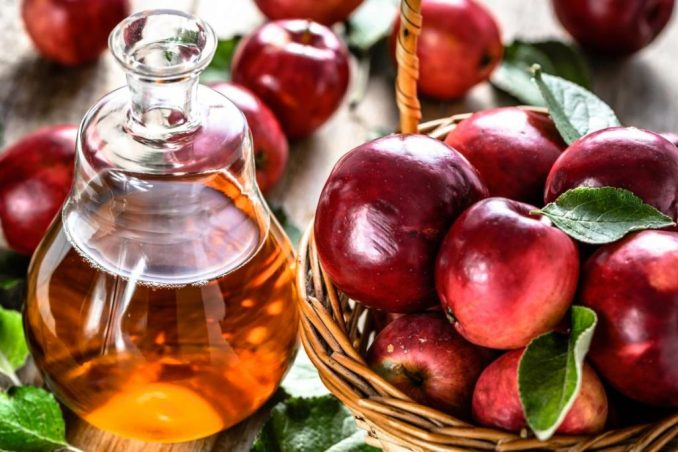 apple-cider-vinegar-and-apples (1)
