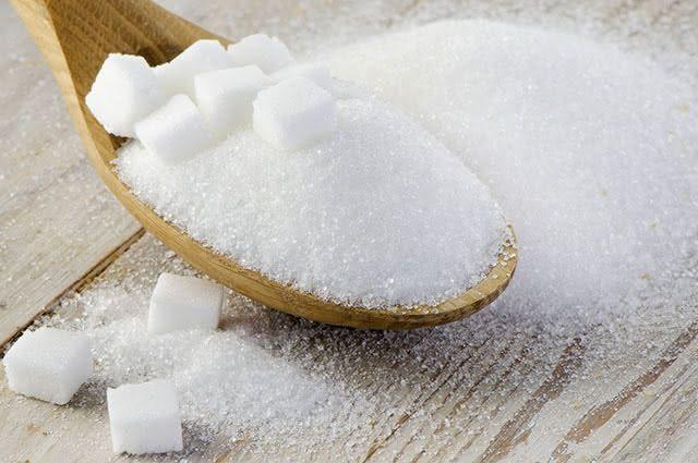 O açúcar está presente na maioria dos alimentos, como: pães, bolos, massas e molhos