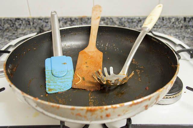 gordura-panela-limpeza-bicarbonato-sodio Bicarbonato de sódio quais são os usos na cozinha
