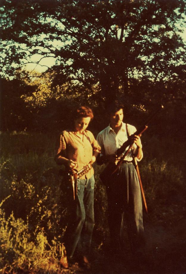 (Foto: Remedios Varo con Jean Nicole en la selva, Venezuela - 1949)