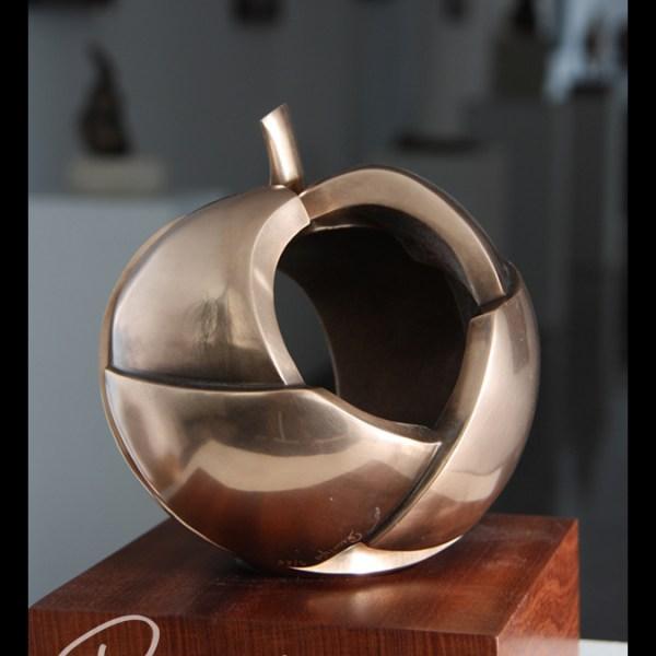 Eve - Escultura de fundición en bronce - Escultor Remigio Vidal