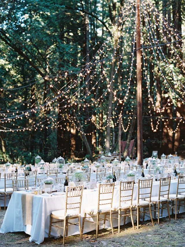 The right lighting can do a few things: It can create a sense of intimacy in a large space, highlight décor elements and make you and your guests look awesome in photos.