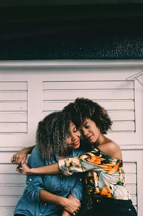 Best Friend Photoshoots Idea: How To Pose BFFs For Great Poses