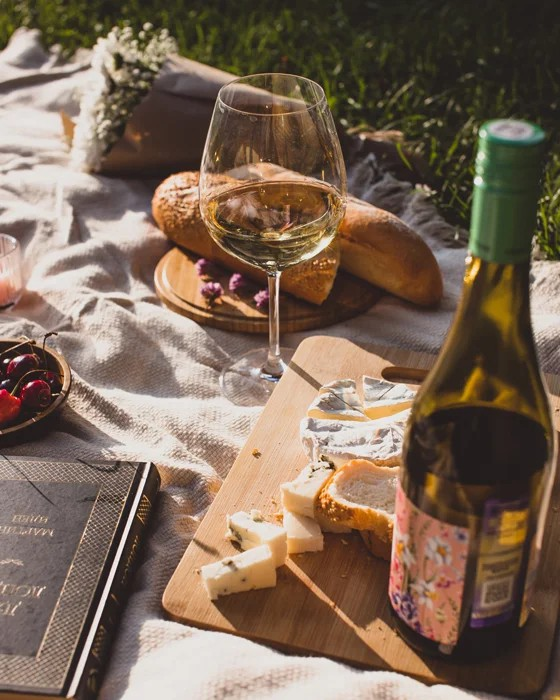 11 Amazing Fun And Creative Picnic Photography Ideas To Create Last Long Picnic Memories