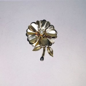 60s flower pin gold llarge pearl accent-the remix vintage fashion