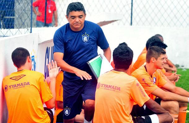 Flávio Araújo inicia as atividades no Baenão