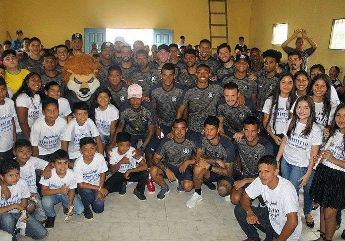 Elenco azulino visita projeto social em Barcarena