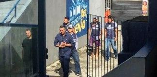 Integrantes de uma torcida organizada foram ao Baenão conversar com a comissão técnica e jogadores