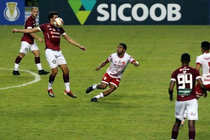 Remo 0×0 Vila Nova-GO (Julio Rusch, Lucas Siqueira e Gelson)
