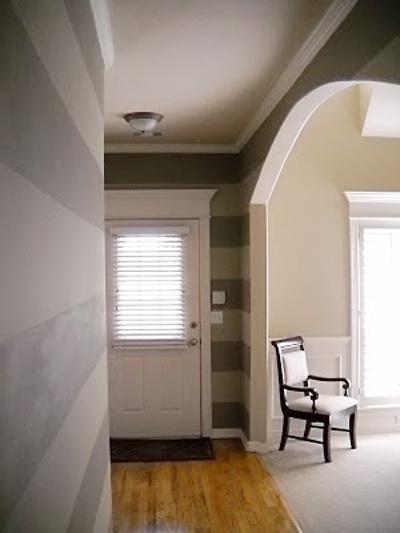 Striped entry wall horizontal wall stripes (7)