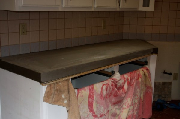 15 How To Do Concrete Countertops Using Level Quick Concrete, By Design Stocker Featured On @Remodelaholic