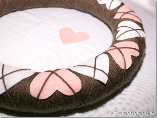 Making an Argyle Valentines wreath (54)