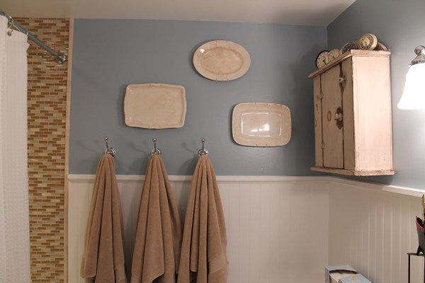 20 Complete bathroom makeover, by Elizabeth and Co featured on @Remodelaholic