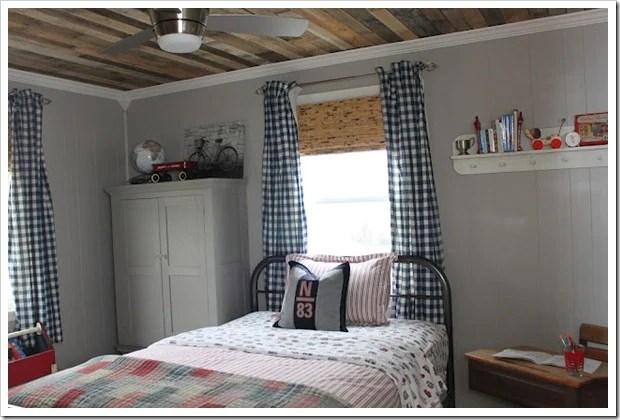 pallet ceiling tutorial rustic boys room2