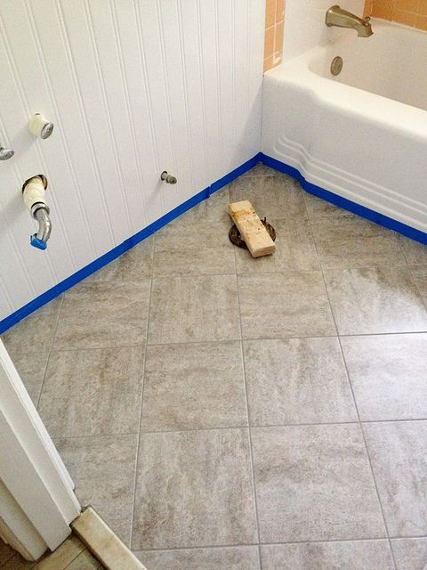 Updating an old bathroom with graoutable peel and stick tiles (5)