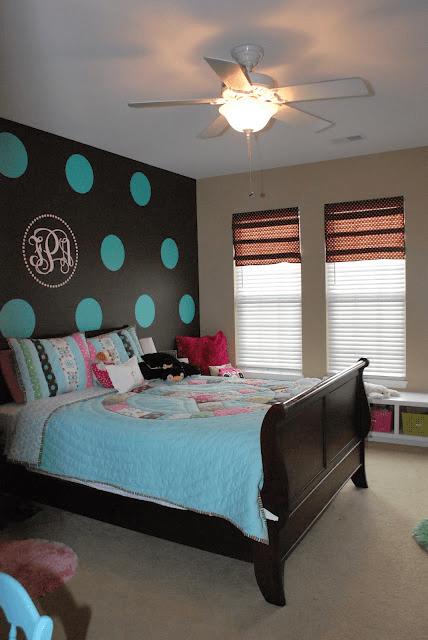 polka-dot-walls-tween-bedroom-blue-brown-tan-peace-comforter3