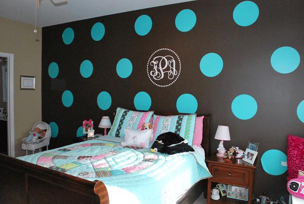 polka-dot-walls-tween-bedroom-blue-brown-tan-peace-comforter4