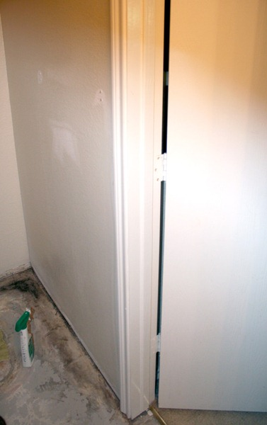 Choosing the right wall for a pocket door. Remodelaholic.