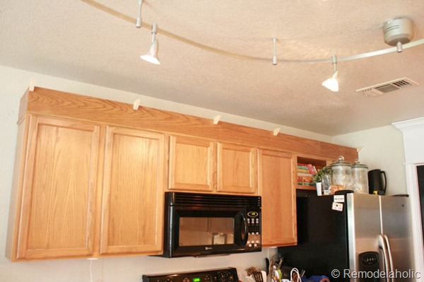 Upgrade Oak Kitchen Cabinets With Crown Moldings-18