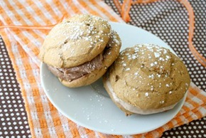 Easy Puppkin spice whoopie pies with nutella frosting