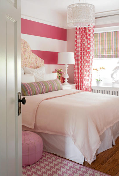 Shelterness pink striped wall
