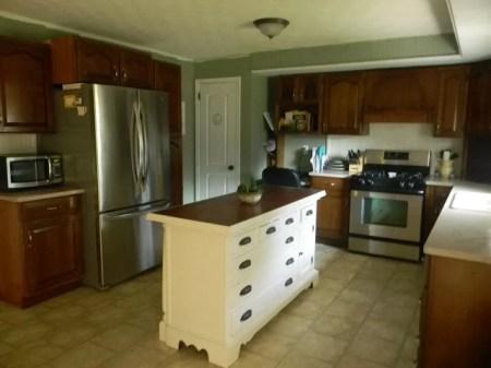 best kitchen remodel ideas -- secondhand craigslist kitchen remodel, Binkies and Briefcases on Remodelaholic