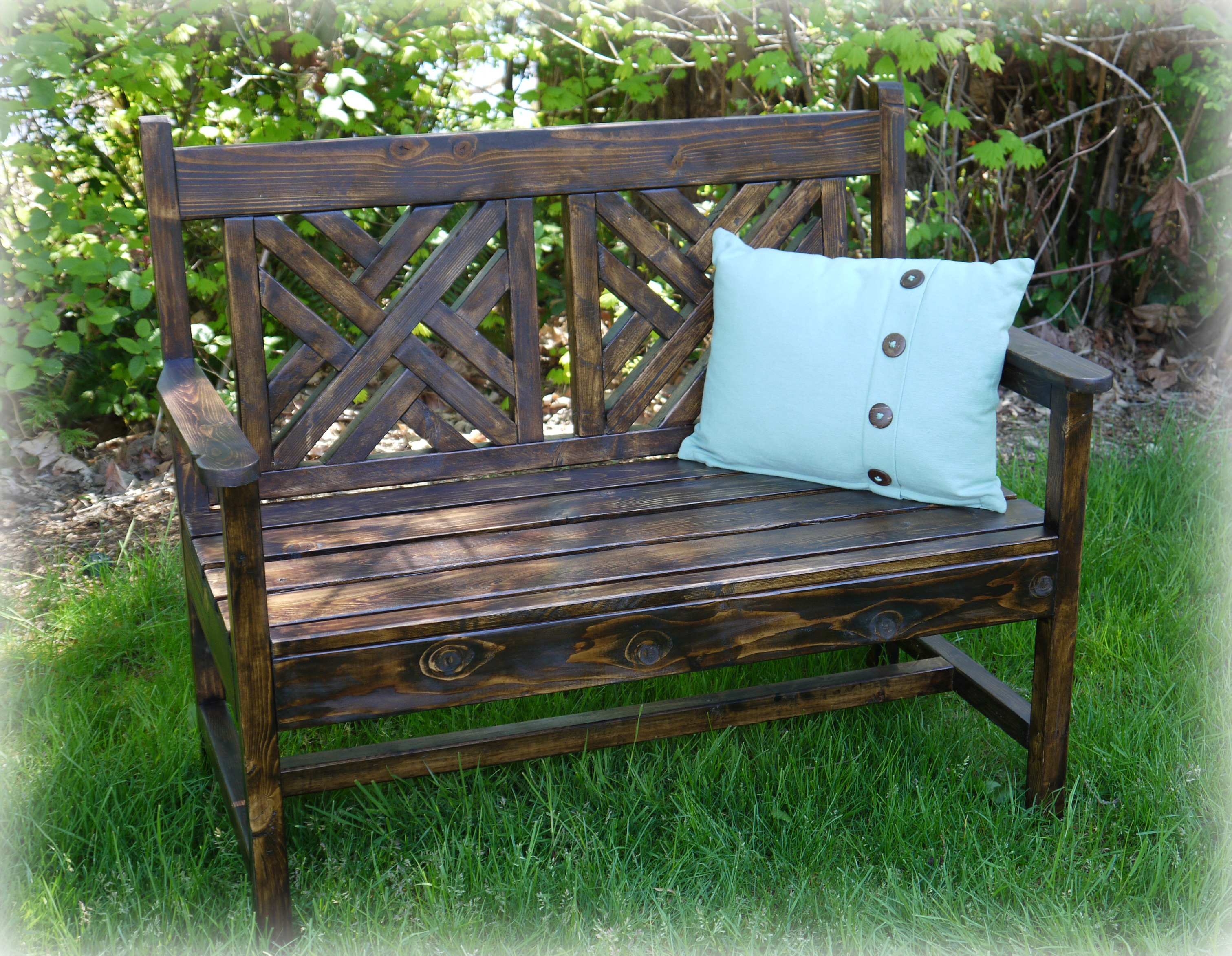 Red Hen Home build a woven bench