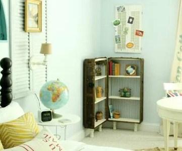 Turn An Antique Trunk Into a Bookshelf