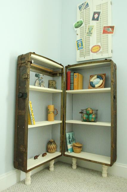 Attractive Turn An Antique Trunk Into A Bookshelf | Featured On Remodelaholic.com # Antique # Amazing Design