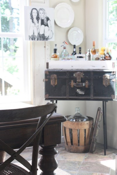 Remodelaholic Turn An Antique Trunk Into A Bookshelf