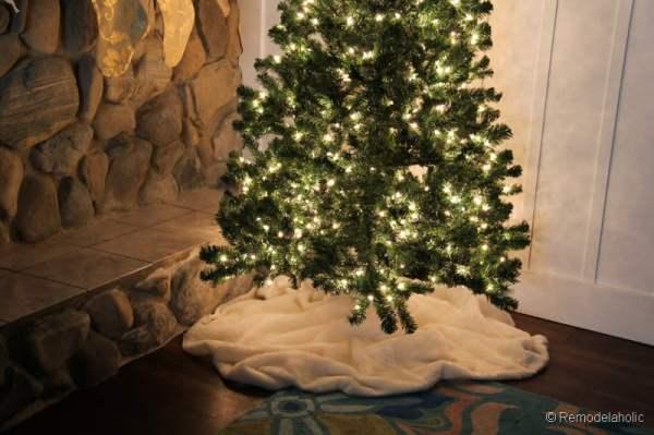 No sew faux fur Christmas tree skirt-10