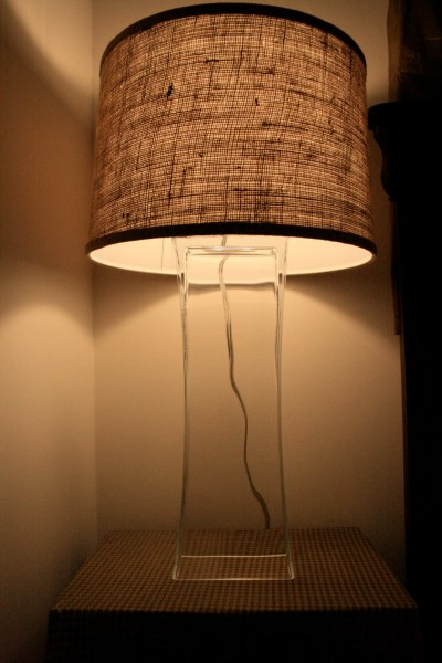 use a vase to make a lamp, featured on Remodelaholic