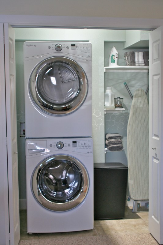 use hamper to cover dryer venting duct, Love Melinda on Remodelaholic