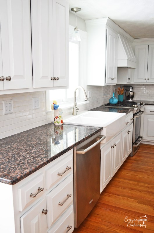 white diy kitchen, Everyday Enchanting on Remodelaholic
